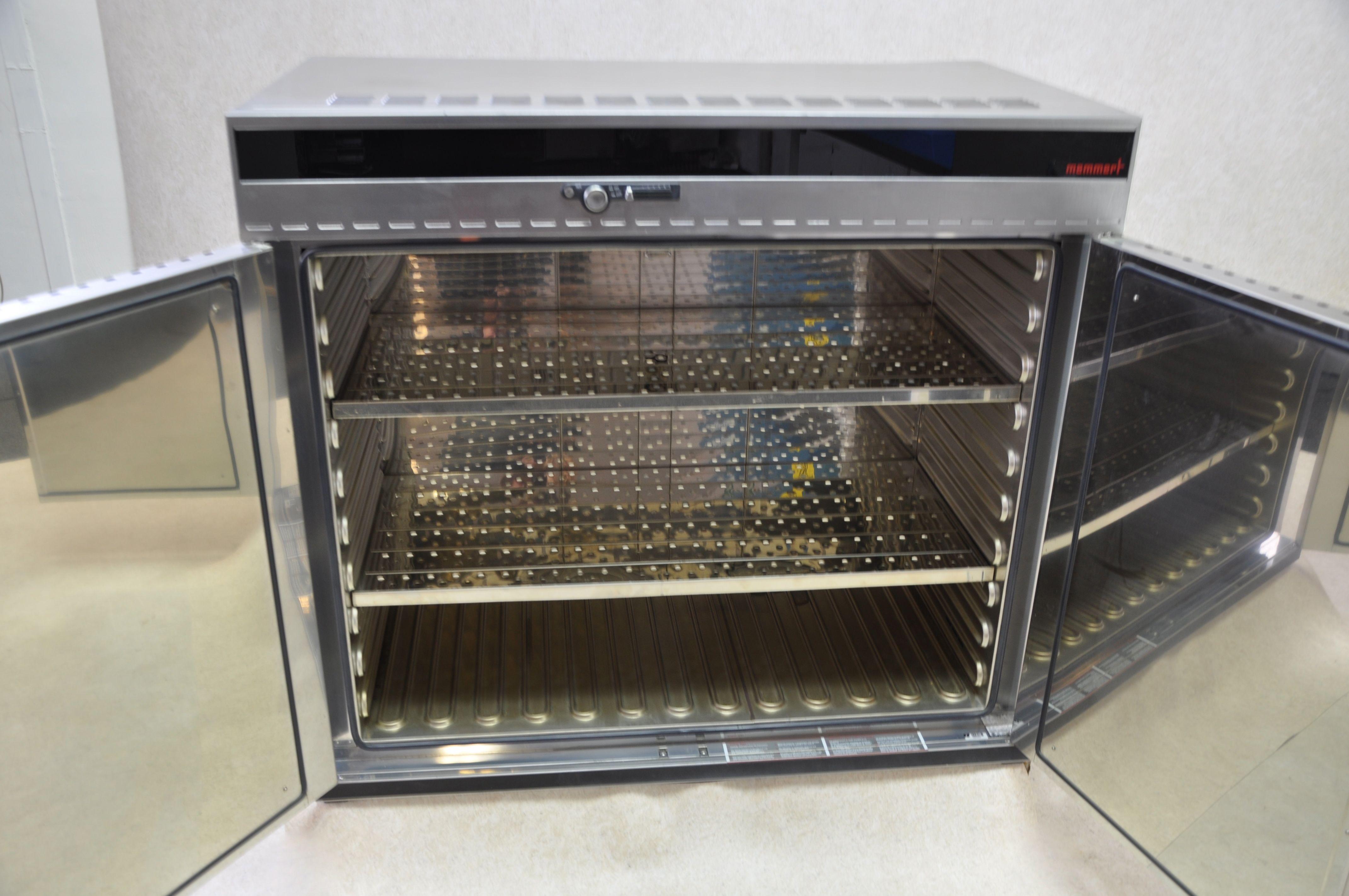 Memmert UNE700 oven - Gemini BV