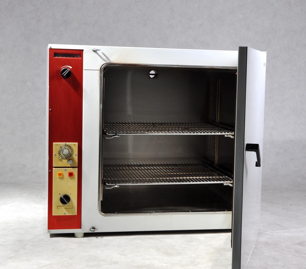 Heraeus T6060 oven - Gemini BV