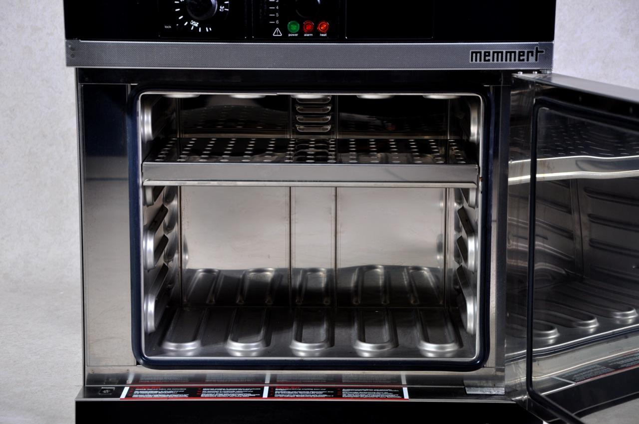 Memmert UM200 oven - Gemini BV